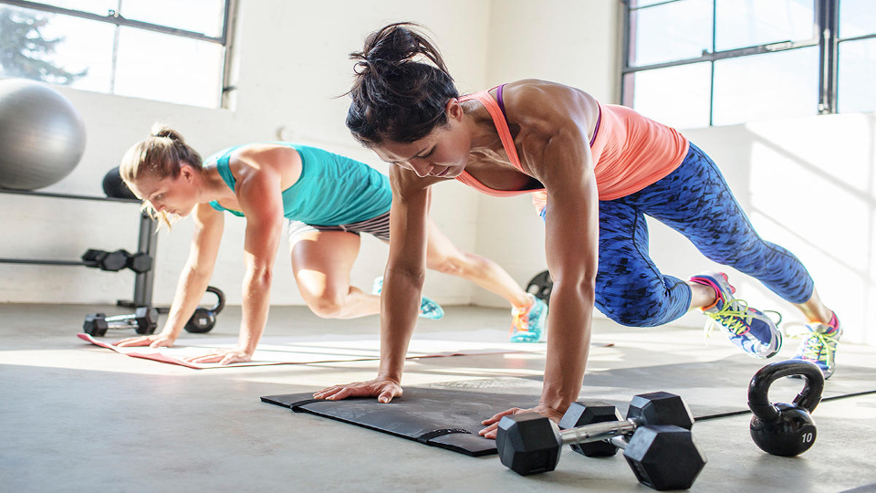 Oregon, USA --- Group of women working out in fitness studio --- Image by © BUCK Studio/Corbis